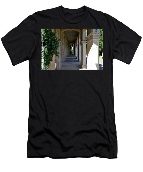Captain Cook Museum Walkway Men's T-Shirt (Athletic Fit)