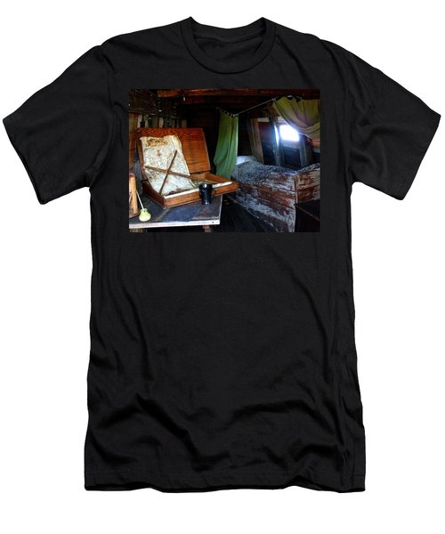 Captain's Quarters Aboard The Mayflower Men's T-Shirt (Athletic Fit)