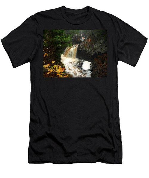 Cascade River 2 Men's T-Shirt (Athletic Fit)