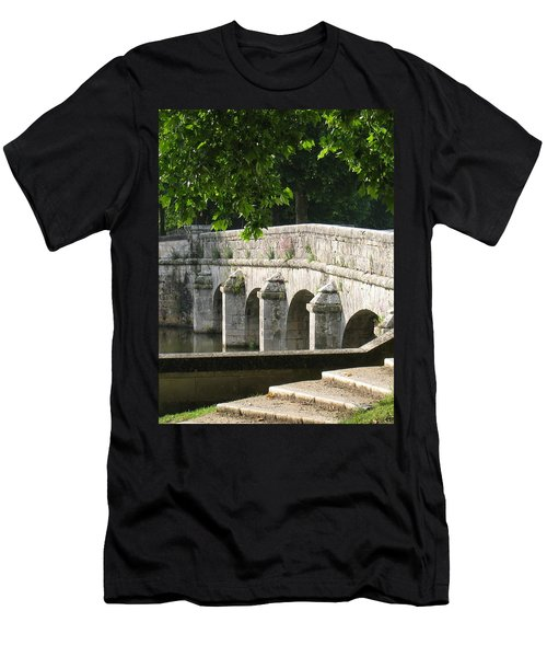 Chateau Chambord Bridge Men's T-Shirt (Athletic Fit)