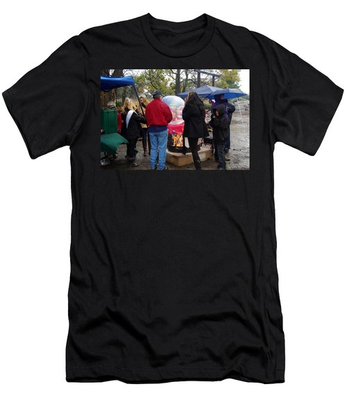 Christmas People Cold And Muddy Men's T-Shirt (Athletic Fit)