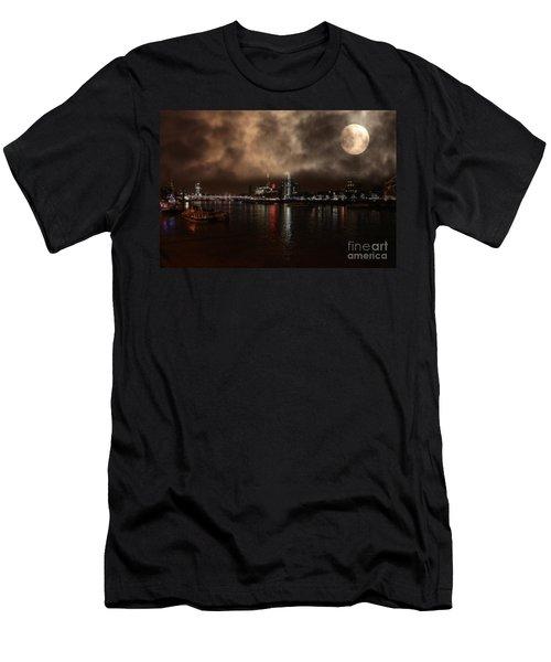 Victoria London  Men's T-Shirt (Slim Fit)