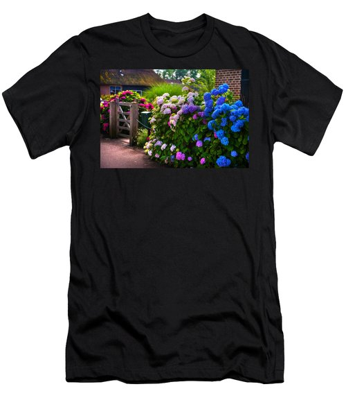 Colorful Hydrangea At The Gate. Giethoorn. Netherlands Men's T-Shirt (Athletic Fit)
