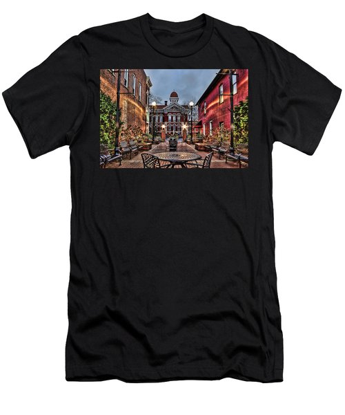 Courtyard Courthouse Men's T-Shirt (Athletic Fit)