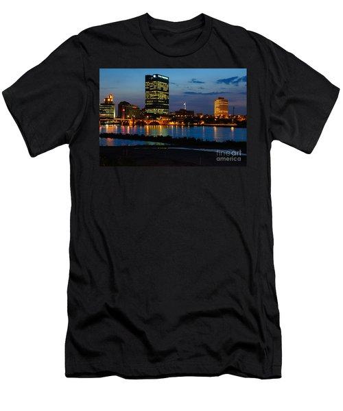D12u152 Toledo Ohio Skyline Photo Men's T-Shirt (Athletic Fit)
