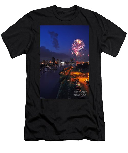 D12u470 Red White And Kaboom In Toledo Ohio Photo Men's T-Shirt (Athletic Fit)