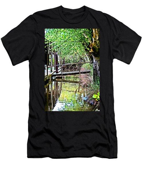 Delta Marina Dock Men's T-Shirt (Athletic Fit)