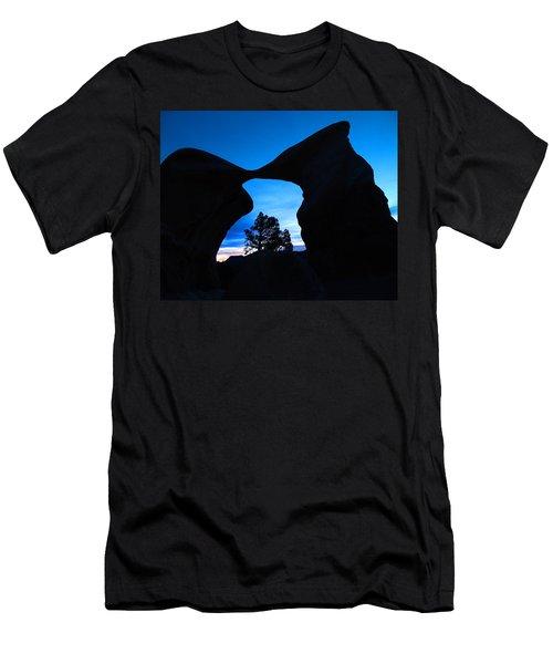 Devil's Garden Metate Arch 011 Men's T-Shirt (Athletic Fit)
