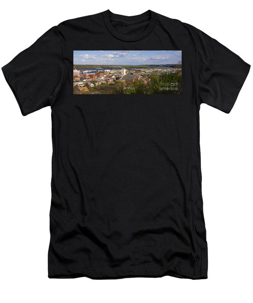 Dubuque Iowa Men's T-Shirt (Athletic Fit)