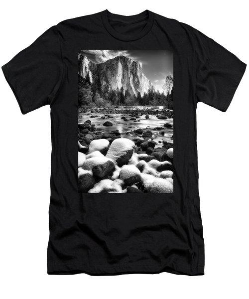 El Cap And Snow Men's T-Shirt (Athletic Fit)