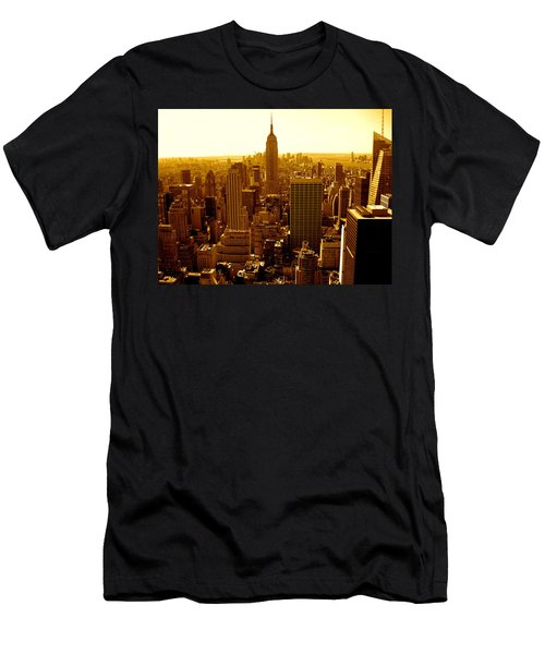 Manhattan And Empire State Building Men's T-Shirt (Athletic Fit)
