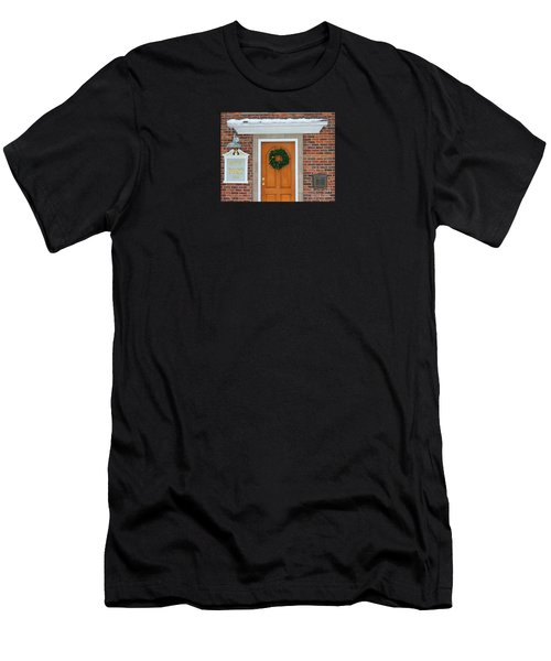 Adventure Suites Hotel Festive Post Office Men's T-Shirt (Athletic Fit)