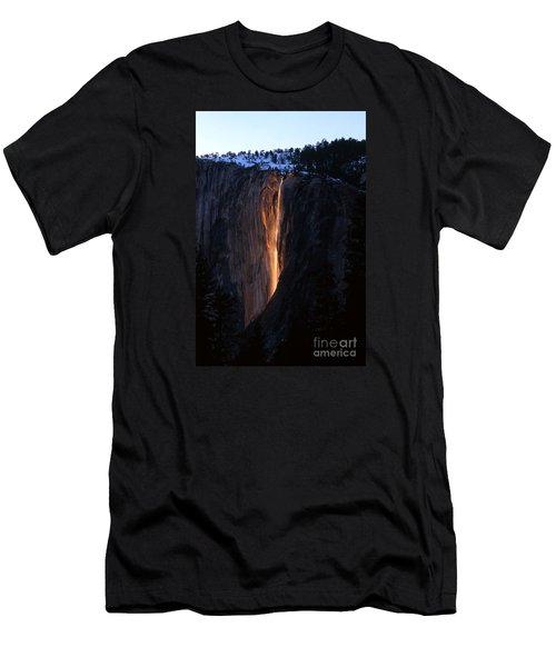 Fire Falls In Yosemite  Men's T-Shirt (Athletic Fit)