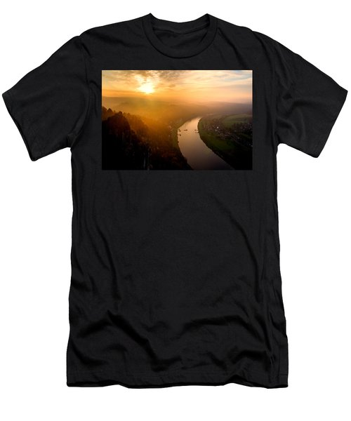 Foggy Sunrise At The Elbe Men's T-Shirt (Athletic Fit)