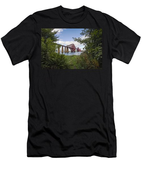 Framing The Forth Bridge Men's T-Shirt (Athletic Fit)