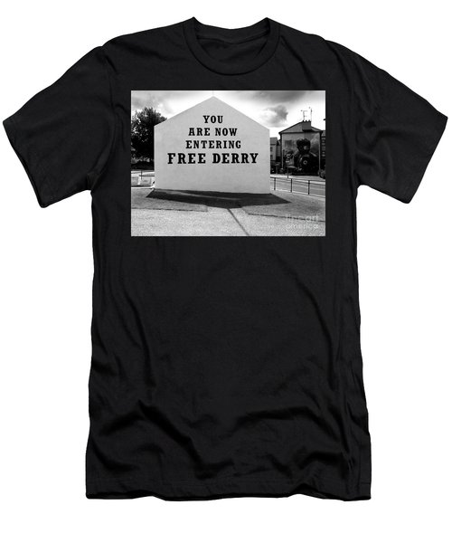 Free Derry Corner 9 Men's T-Shirt (Athletic Fit)