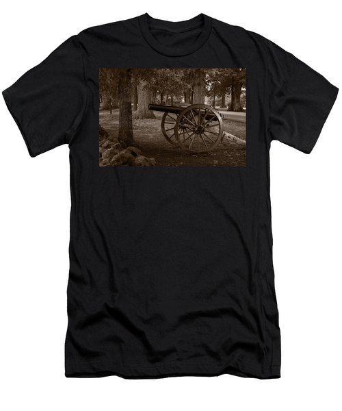 Gettysburg Cannon B W Men's T-Shirt (Athletic Fit)