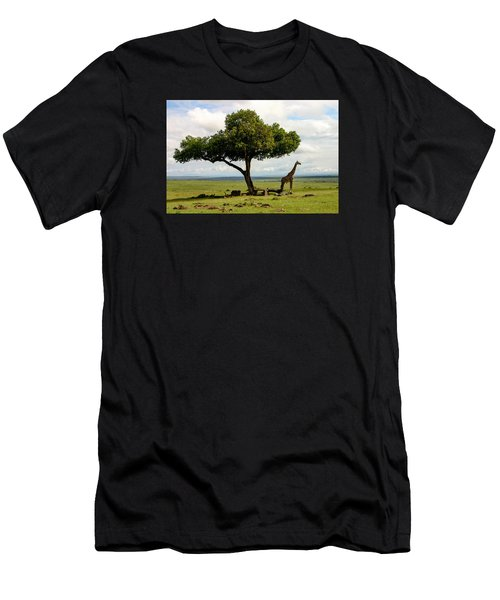 Giraffe And The Lonely Tree  Men's T-Shirt (Athletic Fit)