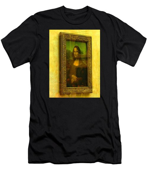 Glance At Mona Lisa Men's T-Shirt (Athletic Fit)