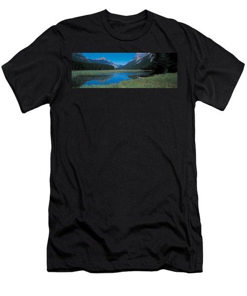 Golden British Columbia Canada Men's T-Shirt (Athletic Fit)