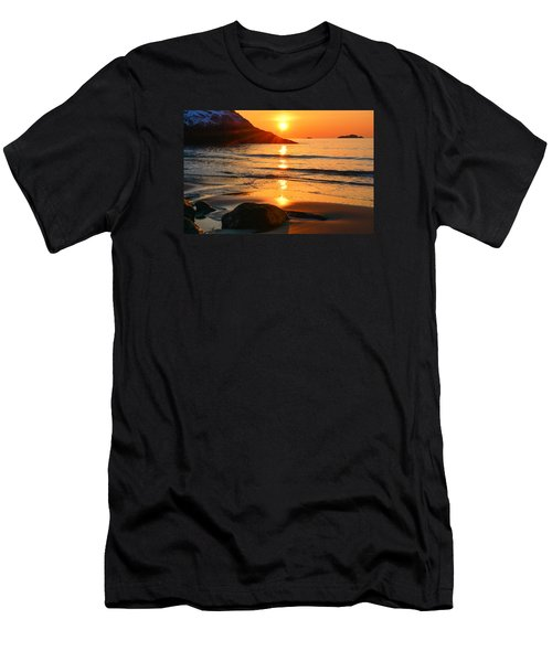 Golden Morning Singing Beach Men's T-Shirt (Athletic Fit)
