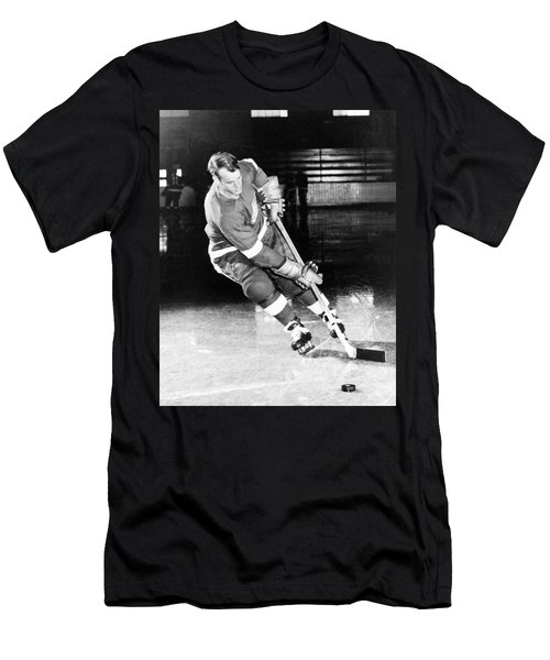 Gordie Howe Skating With The Puck Men's T-Shirt (Athletic Fit)