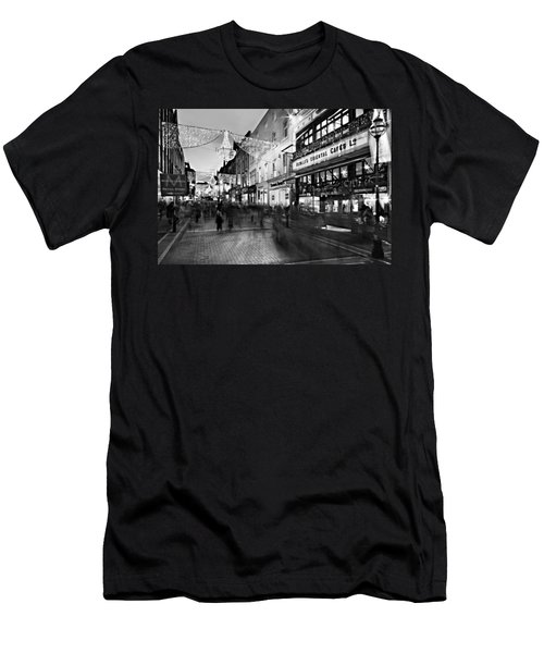Grafton Street At Night / Dublin Men's T-Shirt (Athletic Fit)