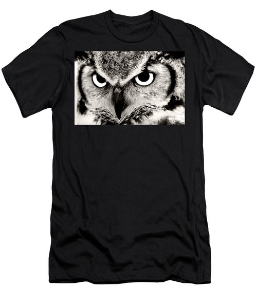 Great Horned Owl In Black And White Men's T-Shirt (Athletic Fit)
