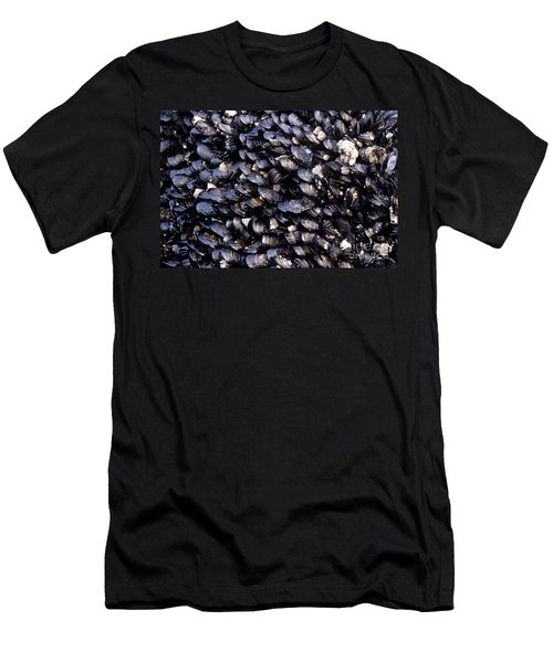 Group Of Mussels Close Up Men's T-Shirt (Athletic Fit)
