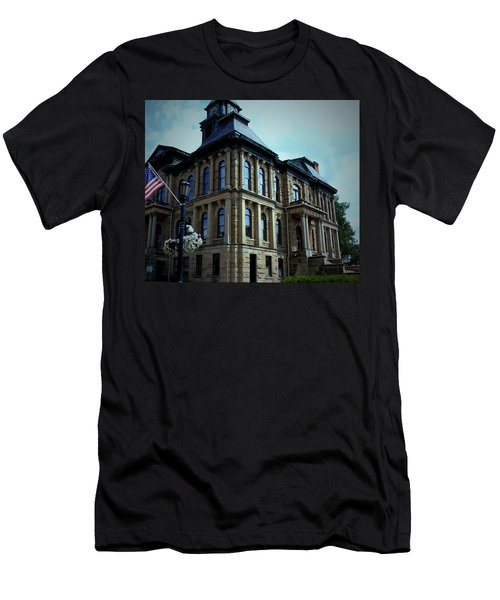 Holmes County Ohio Courthouse Men's T-Shirt (Athletic Fit)
