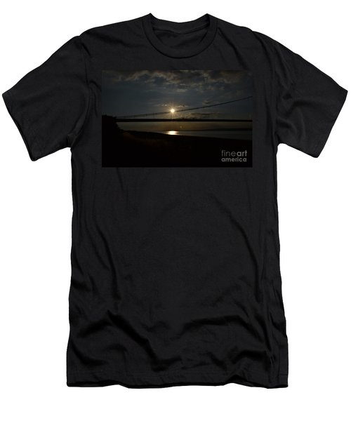 Humber Bridge Sunset Men's T-Shirt (Athletic Fit)