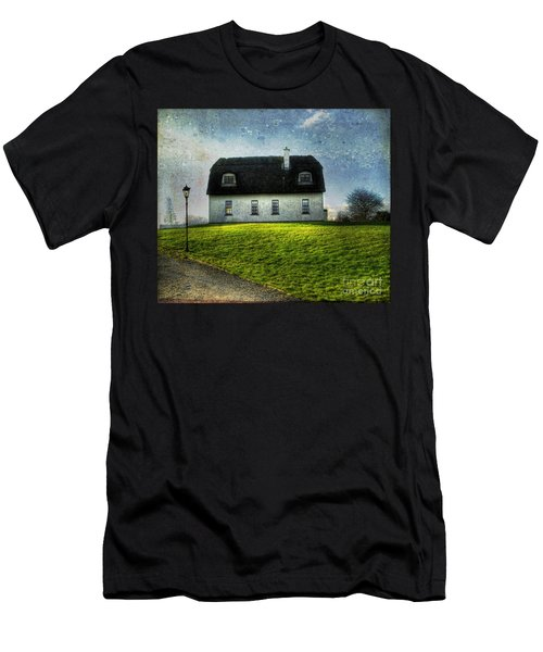 Irish Thatched Roofed Home Men's T-Shirt (Athletic Fit)