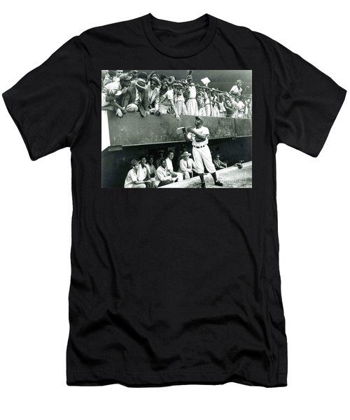 Jackie Robinson Signs Autographs Vintage Baseball Men's T-Shirt (Athletic Fit)