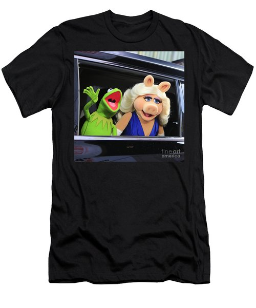 Kermit Takes Miss Piggy To The Movies Men's T-Shirt (Slim Fit) by Nina Prommer