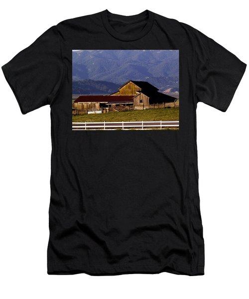 Lakeville Barn Men's T-Shirt (Athletic Fit)