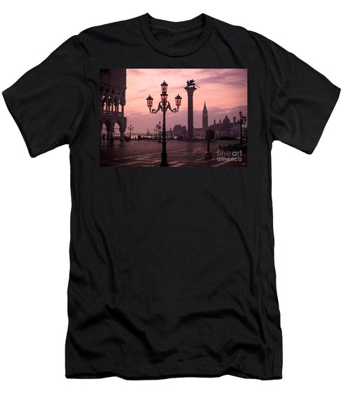 Lamppost Of Venice Men's T-Shirt (Athletic Fit)