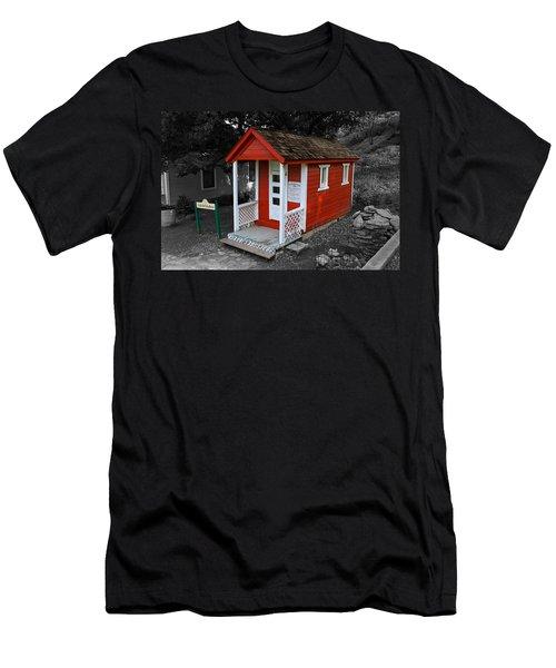 Little Red School House Men's T-Shirt (Slim Fit)