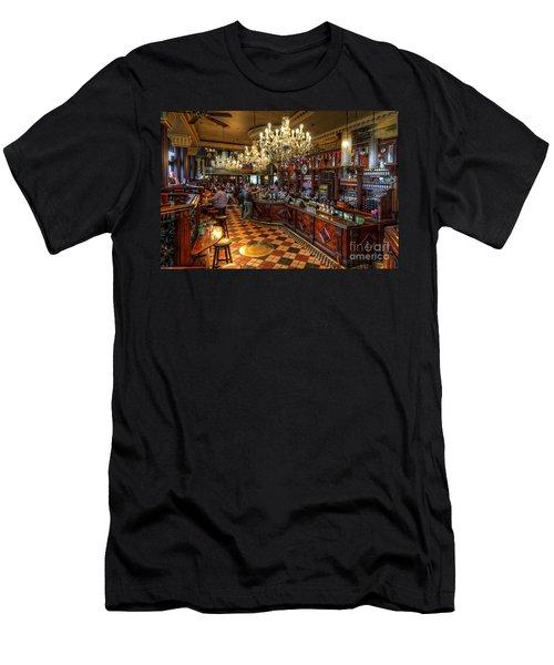 London Bridge Pub Men's T-Shirt (Athletic Fit)