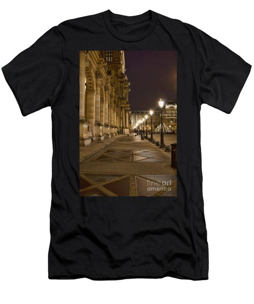 Louvre Courtyard Men's T-Shirt (Athletic Fit)