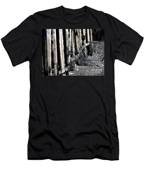 Maine Pier Men's T-Shirt (Athletic Fit)