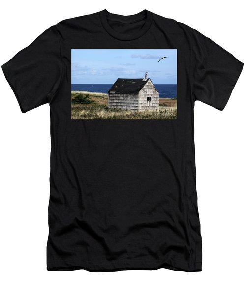 Maritime Cottage Men's T-Shirt (Athletic Fit)