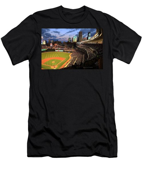 Minnesota Twins Minneapolis Skyline Target Field Men's T-Shirt (Athletic Fit)