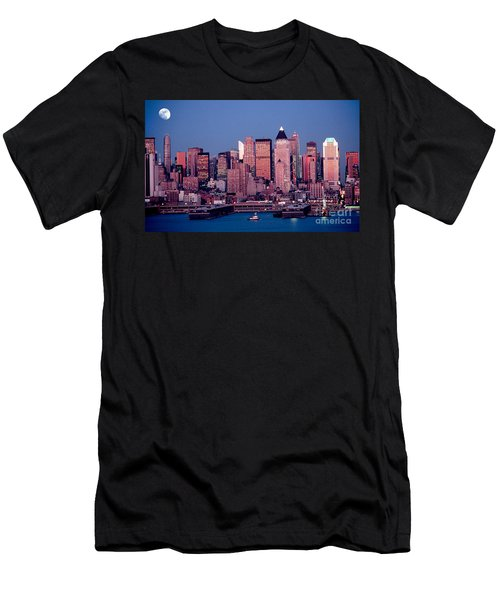 New York Skyline At Dusk Men's T-Shirt (Athletic Fit)