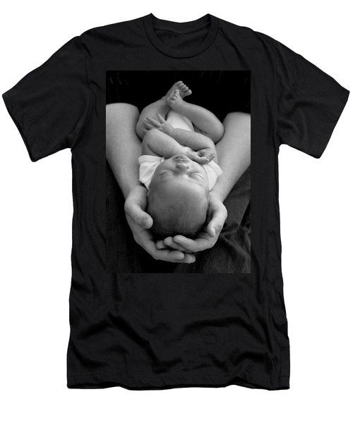 Newborn In Arms Men's T-Shirt (Athletic Fit)