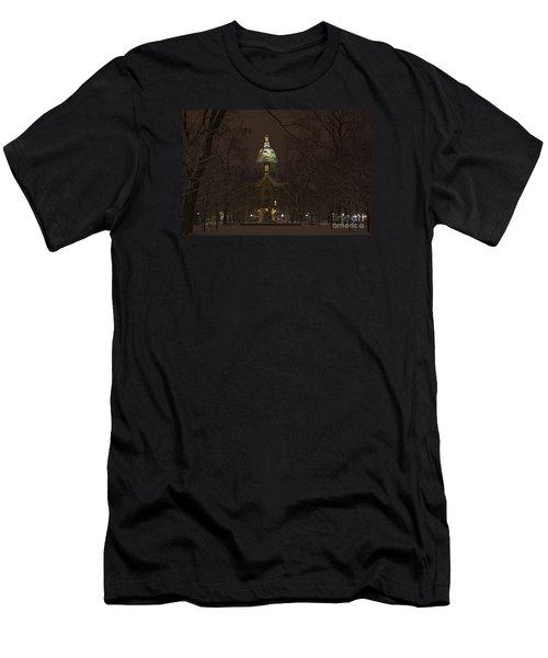 Notre Dame Golden Dome Snow Men's T-Shirt (Athletic Fit)