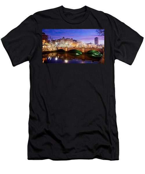 O Connell Bridge At Night - Dublin Men's T-Shirt (Athletic Fit)