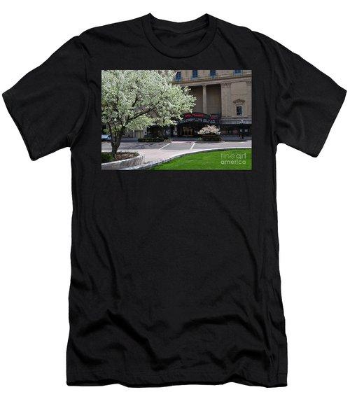 D45l42 Ohio Theatre Photo Men's T-Shirt (Athletic Fit)