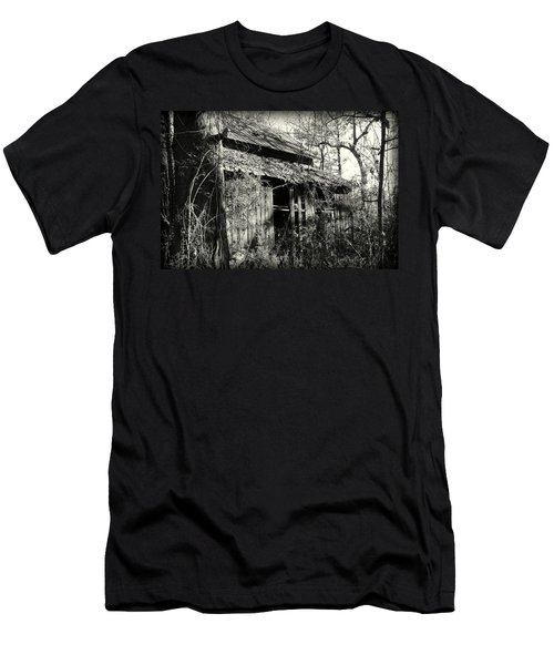 Old Barn In Black And White Men's T-Shirt (Athletic Fit)
