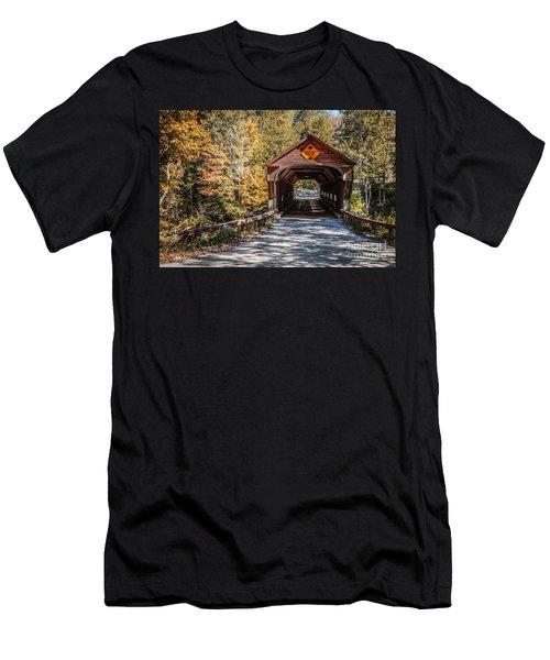 Old Covered Bridge Vermont Men's T-Shirt (Athletic Fit)