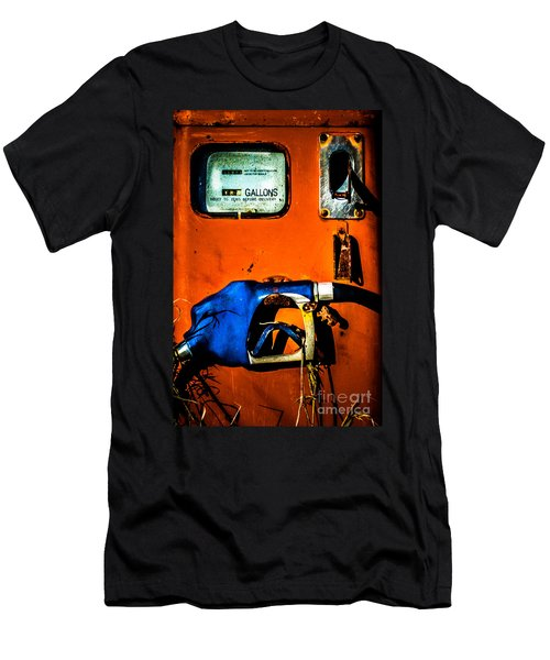 Old Farm Gas Pump Men's T-Shirt (Athletic Fit)